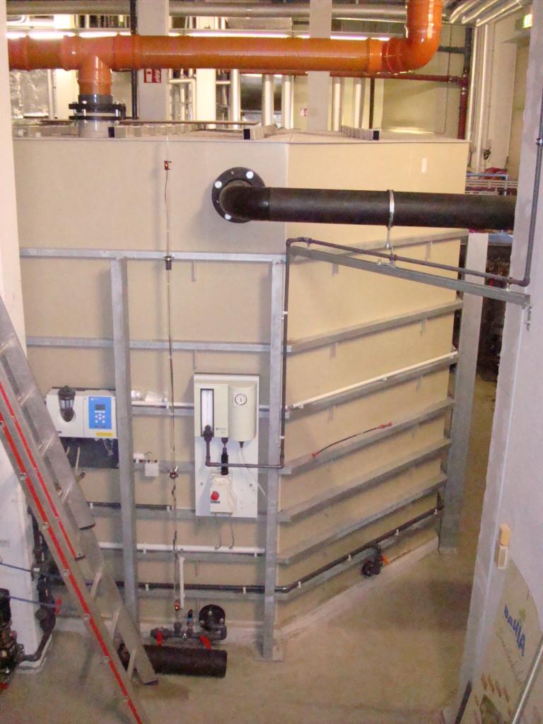 BAHIA Bocholt: Spülwasserspeicherbehälter mit 45°-Wand